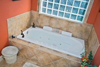 Passo-a-passo de como limpar corretamente uma banheira