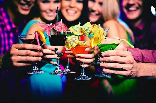 Verão: aprenda a fazer um drink bicolor sem álcool