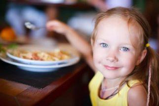Alimentação infantil precisa de cuidados, sobretudo nas férias