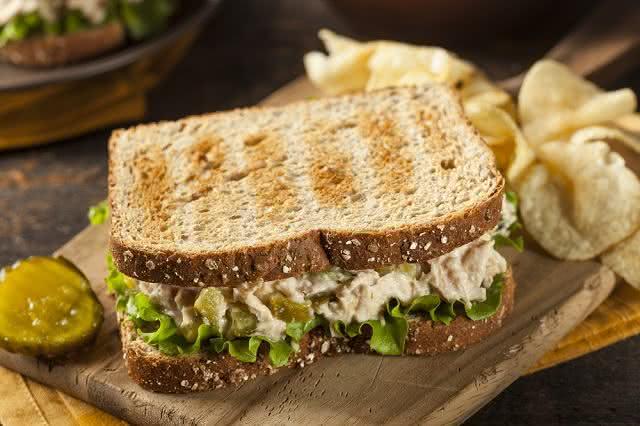 Alimentação no verão: saiba como preparar refeições práticas e refrescantes