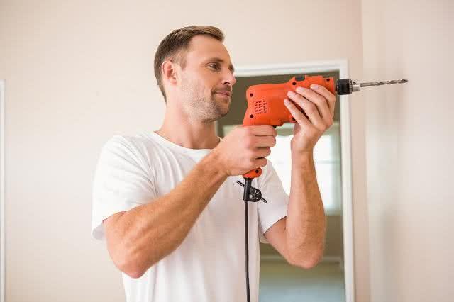 Buracos na parede de casa? Resolva o problema gastando pouco