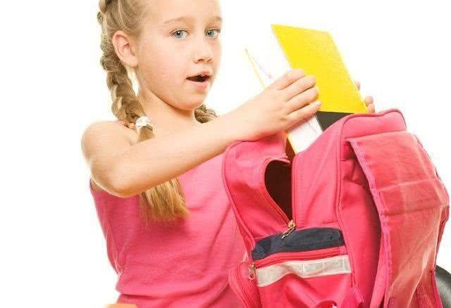 Excesso de peso na mochila escolar pode prejudicar saúde das crianças