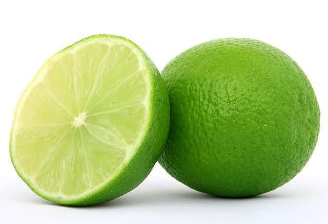 Limão também é rico em vitamina C.