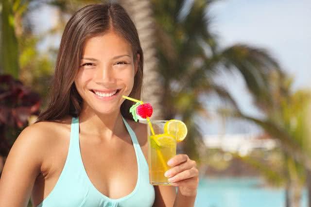 Quer passar o verão com corpo mais seco? Esse suco detox pode te ajudar