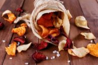 Receitinha de chips de legumes: saudável, prática e gostosa