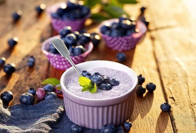 Aprenda a fazer 3 receitas deliciosas e práticas com mirtilo