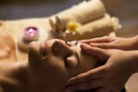 O que uma simples massagem na região dos olhos é capaz de fazer