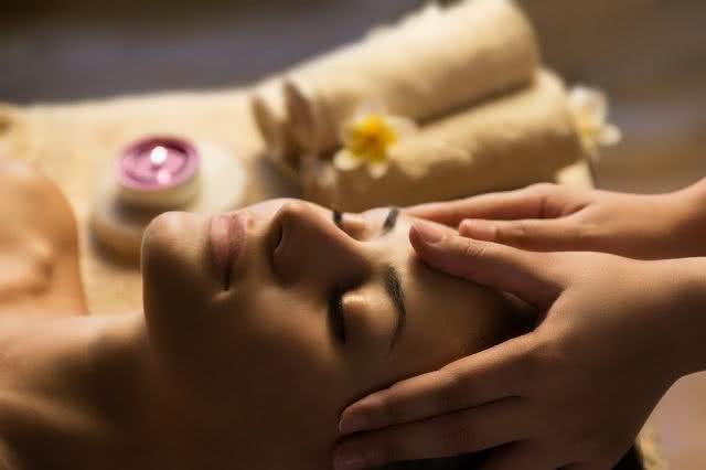 Descubra o que uma simples massagem na região dos olhos é capaz de fazer
