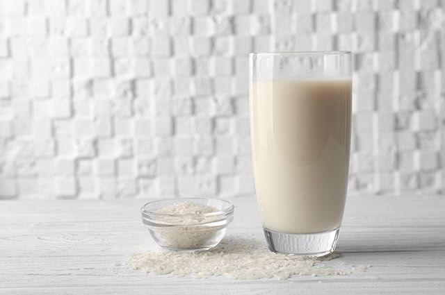 O leite de arroz pode substituir o de vaca