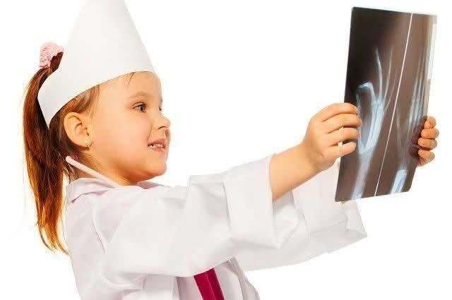 Radiação: Crianças podem fazer exames de raio-X e tomografia?