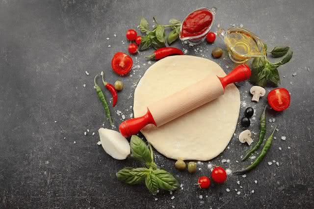Receita fitness: Aprenda a fazer massa de pizza saudável com apenas 2 ingredientes