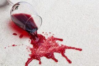 Técnica curiosa! Use vinho branco para retirar manchas de vinho tinto