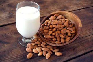 Tem intolerância à lactose? O leite de amêndoas pode ser uma opção