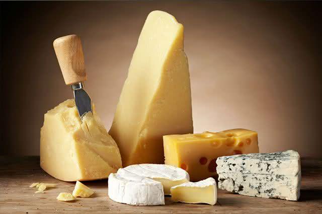 Alerta: Comer queijo deve ser uma prática feita com cautela. Saiba os motivos