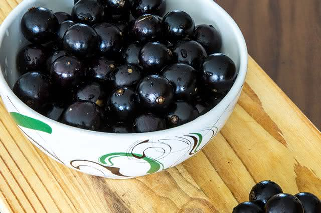 Como escolher corretamente a jabuticaba quando for comprar essa fruta