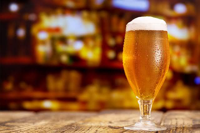 É assim que seu corpo fica por dentro quando você bebe cerveja