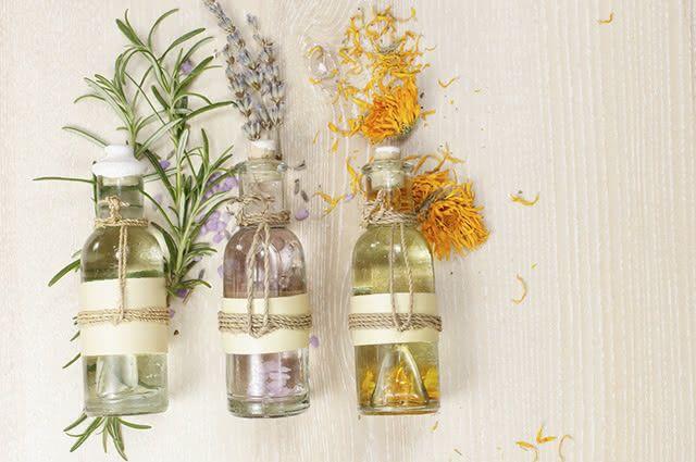 Utilizando os óleos certos é possível restaurar a pele do pós sol