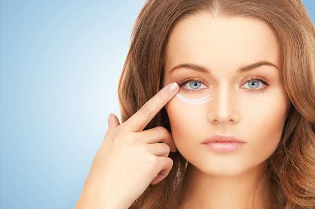 Sabia que é possível eliminar as rugas debaixo dos olhos de forma caseira?