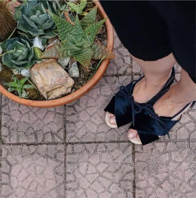 black-velvet-sandal