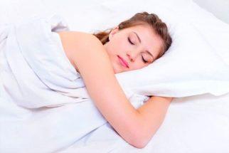 Os benefícios que a postura correta na hora de dormir promove à saúde