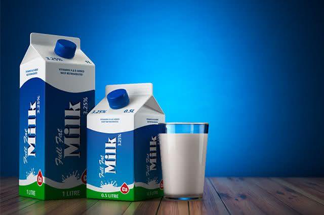 Veja os malefícios de tomar leite de caixa