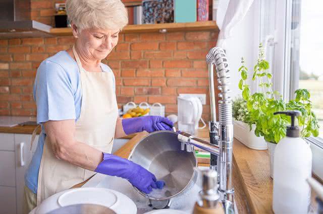 Aprenda a limpar o inox sem deixar manchas