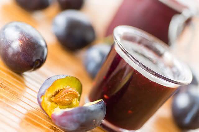 Faça em casa 3 receitas simples para prevenir a hipertensão - Mousse de Ameixa