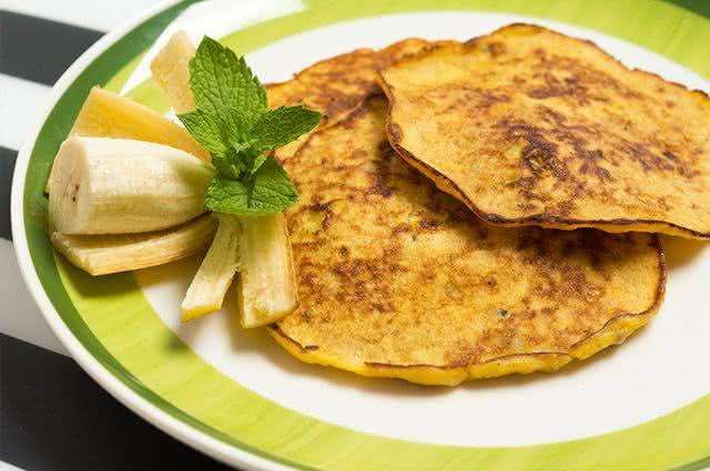 Faça em casa 3 receitas simples para prevenir a hipertensão - Panqueca de Banana e Aveia
