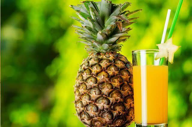 Faça em casa 3 receitas simples para prevenir a hipertensão - Suco de Abacaxi e couve
