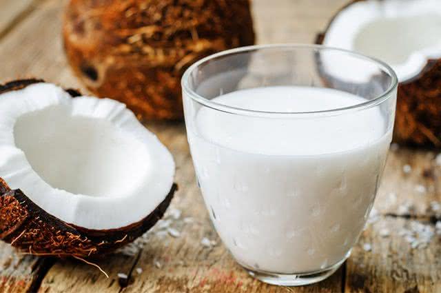 Aprenda a fazer leite de coco