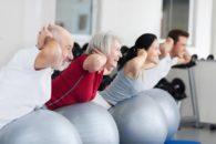 Viva bem e melhor fazendo 6 exercícios de pilates na bola