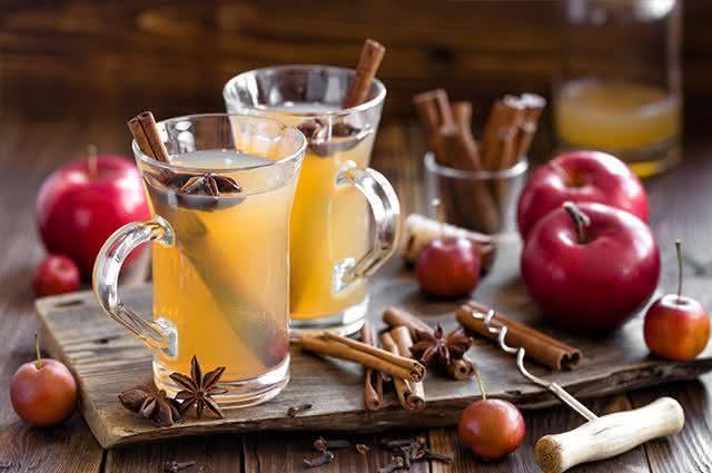 5 bebidas quentes para os dias frios do São João - Chá de Maçã
