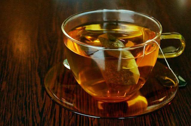 Conheça os alimentos que deixam os dentes amarelados - Chá