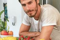 Modelo vegano divide receitas de 'sucos vivos' no Instagram