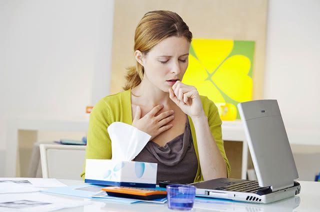 O chá da canela para tosse pode ser potencializado com cravo, limão e mel
