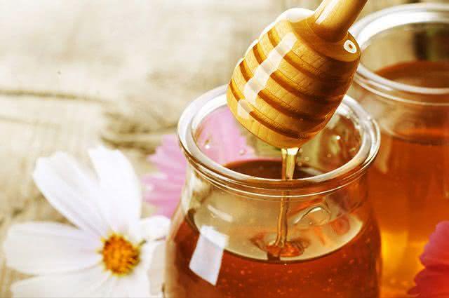 Aprenda deliciosas receitas para se fazer com mel
