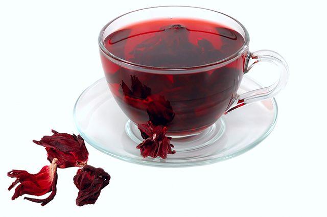 O chá de hibisco é uma das opções de chás refrescantes