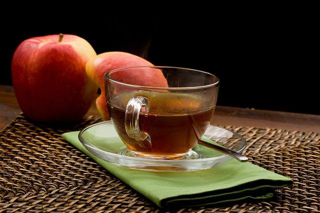 O chá verde com maçã é uma das opções de chás refrescantes