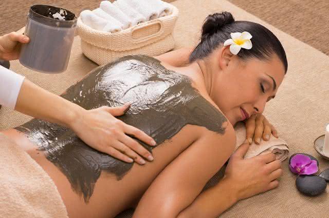 Entenda cada uma das cores e funções das argilas para a pele