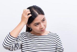 Quais remédios caseiros posso fazer para tratar caspa no cabelo