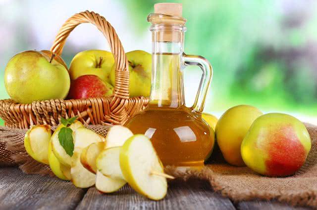 Remédios caseiros para tratar caspa no cabelo - Vinagre de Maçã