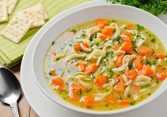 sopa-nutritiva-saudavel