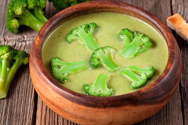 Sopa livre de calorias e que ajuda seu organismo a emagrecer é a grande pedida do momento