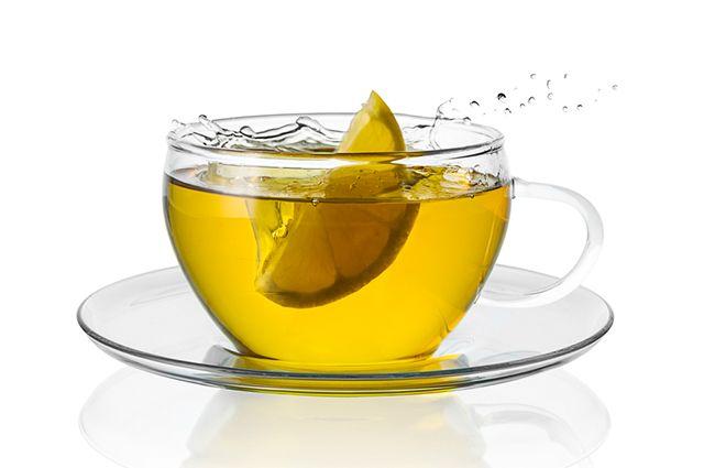 O limão é uma das opções mais refrescantes para fazer chá
