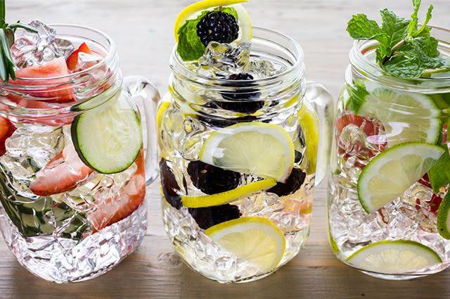 Há uma grande diversidade de drinks que mais se parecem com chás gelados