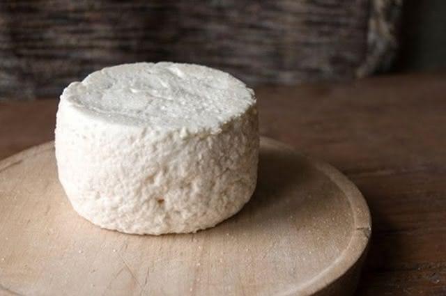 Veja os benefícios e propriedades do queijo cabra e aprenda receita
