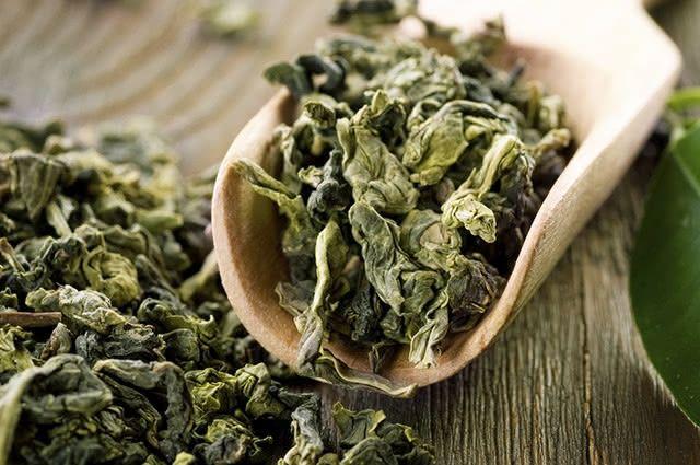 O chá verde impede que a droga que combate a pressão alta atue