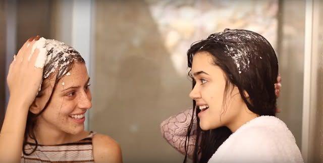 Blogueiras usam leite de arroz nos cabelos para acelerar crescimento