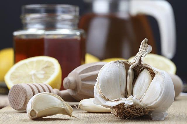 Uma das principais funções do chá de limão com alho é tratar de problemas relacionados a respiração