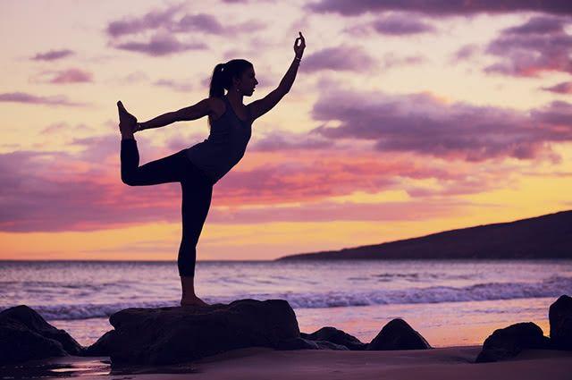 Exercícios feitos na praia podem ser relaxantes e dinâmicos